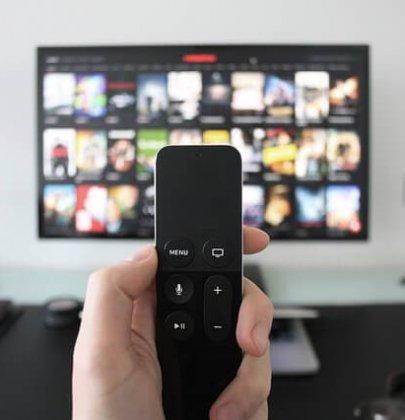 Estate a casa, ecco cosa guardare in TV